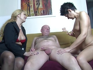 Amateur FFM trine at home with two cock affectionate German sluts