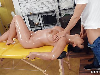 Oiled beauty leaves the oversexed masseur do whatever he likes with her